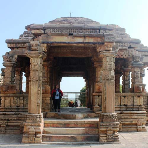 Love, Cast In Stone Temples In India Depicting Erotic Art-9249