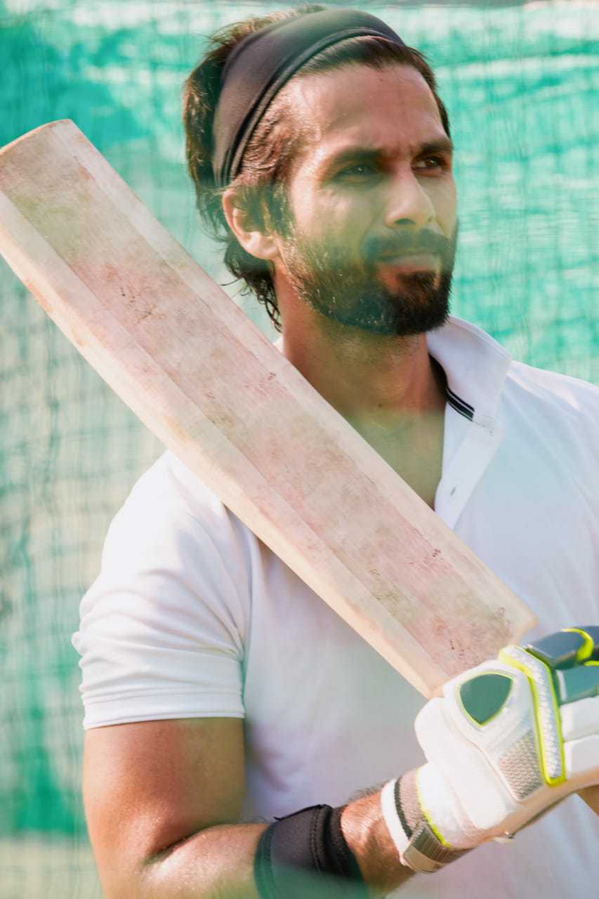 It's official! Shahid Kapoor is part of 'Jersey' remake & his first look in role of cricketer is as hot as 'Kabir Singh'