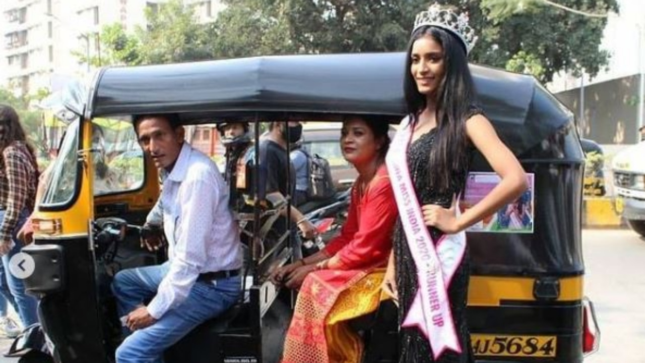 Manya Singh, Miss India 2020 runner-up, wipes away dad's tears as she arrives in autorickshaw for felicitation ceremony - DNA India