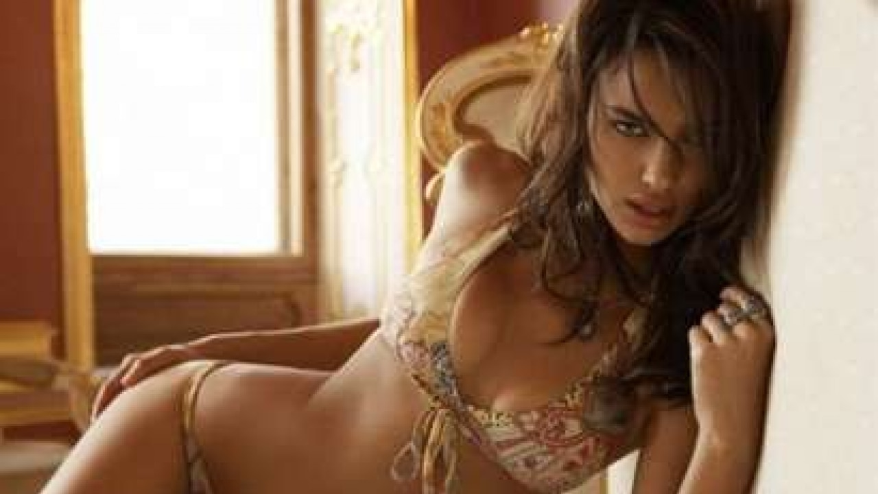 a3c86dadf Cristiano Ronaldo s girlfriend poses in sexy Italian lingerie for magazine