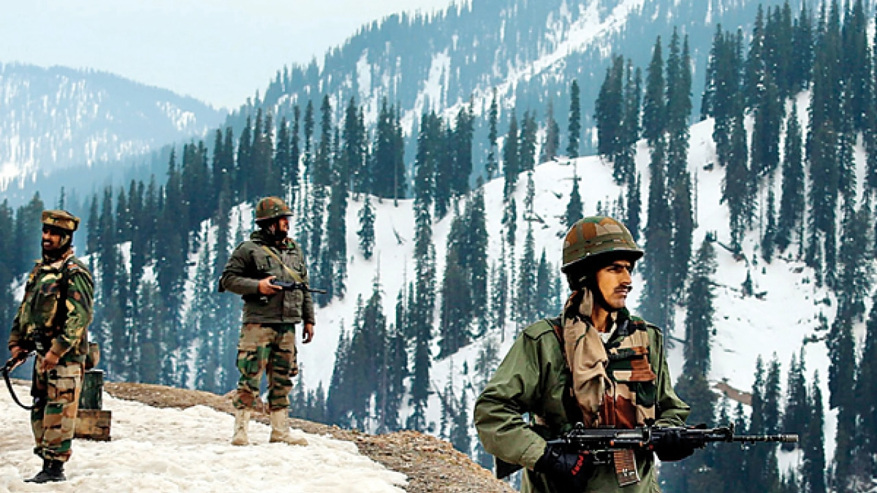 Indian army foils major fidayeen attack, three ultras and a civliian killed, one solider injured