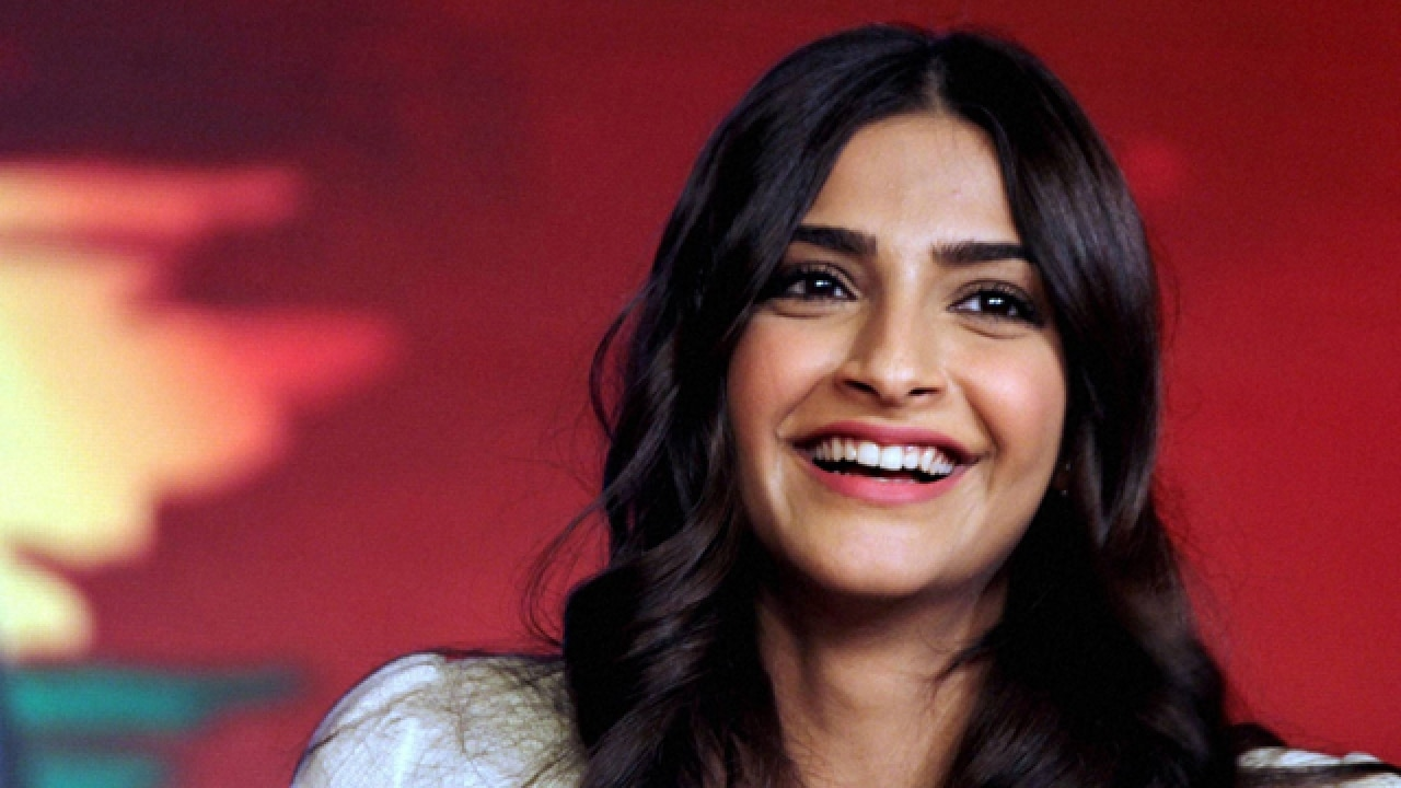 Neerja Bhanot's classmates have a touching gift for Sonam Kapoor