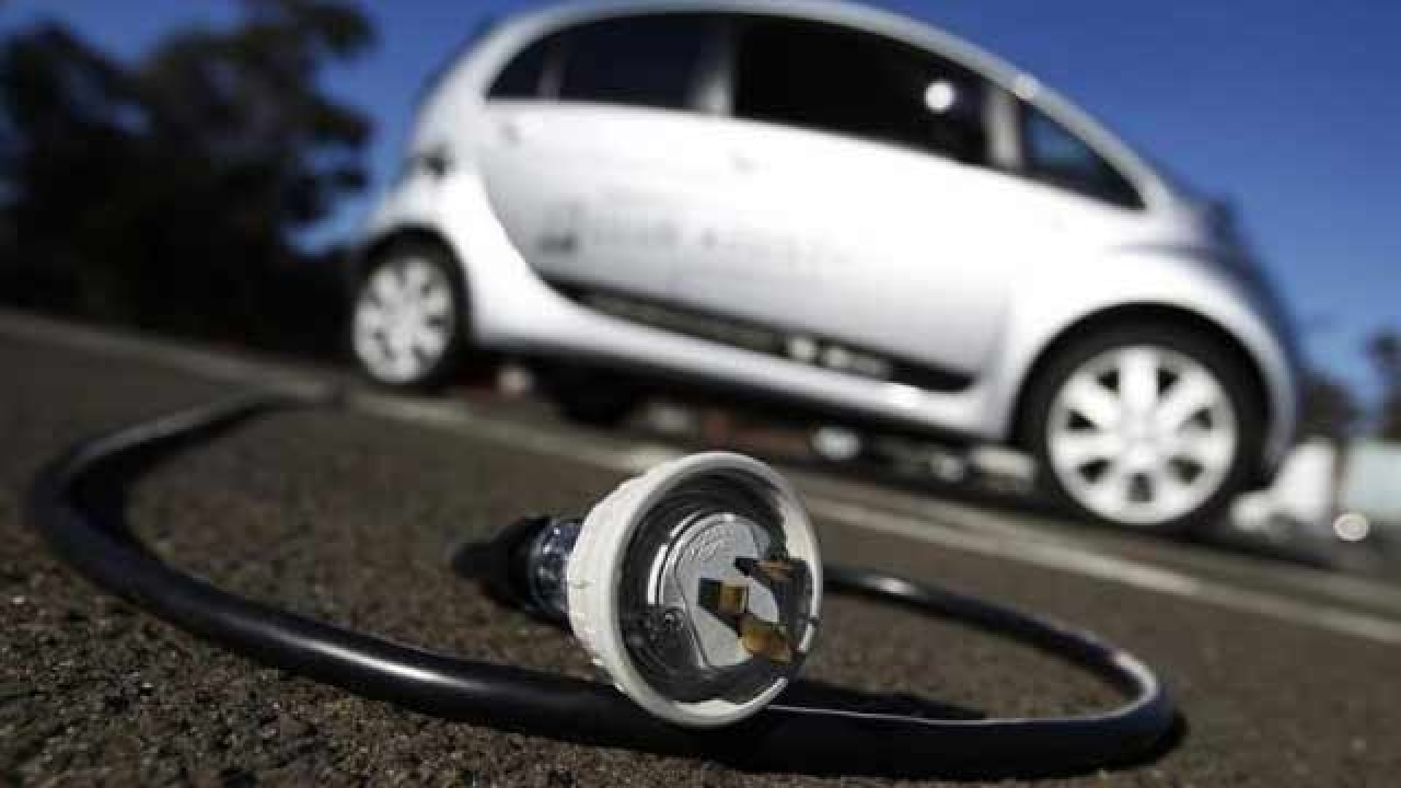 Govt working on scheme to provide electric cars on zero down payment