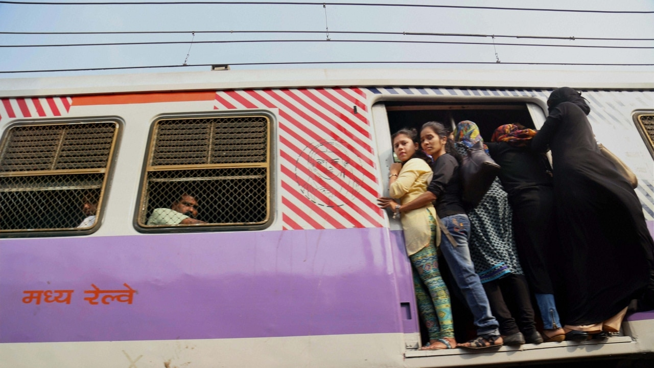 Mumbai: Cable TV wires cause Western Railway evening disruption