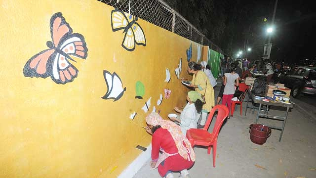 Thanekars paint their vision of city on walls