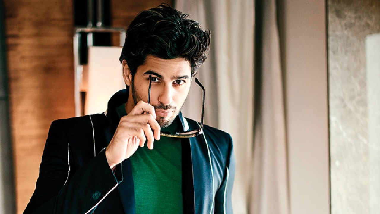 Now Playing: Sidharth Malhotra shows off the season's best looks Now Playing: Sidharth Malhotra shows off the season's best looks new foto