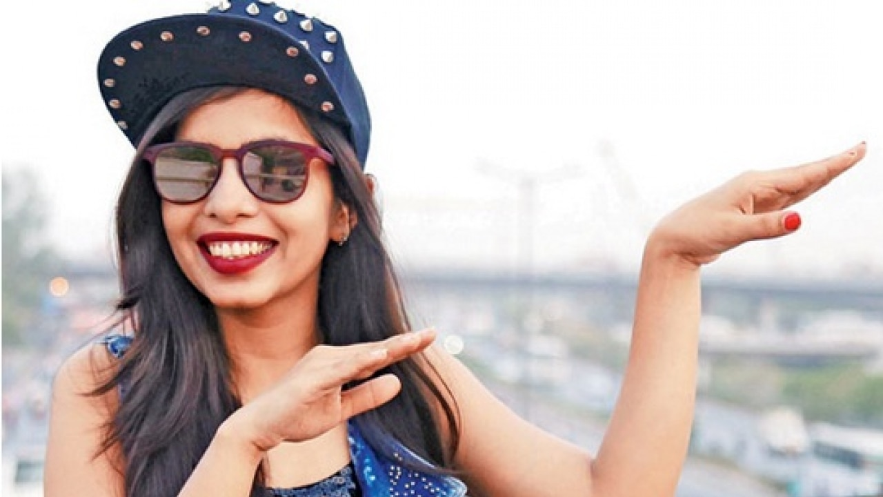 Whoa Dhinchak Pooja Is Back With Her Latest Track Baapu Dede Thoda Topi Youtube Cash Watch Video