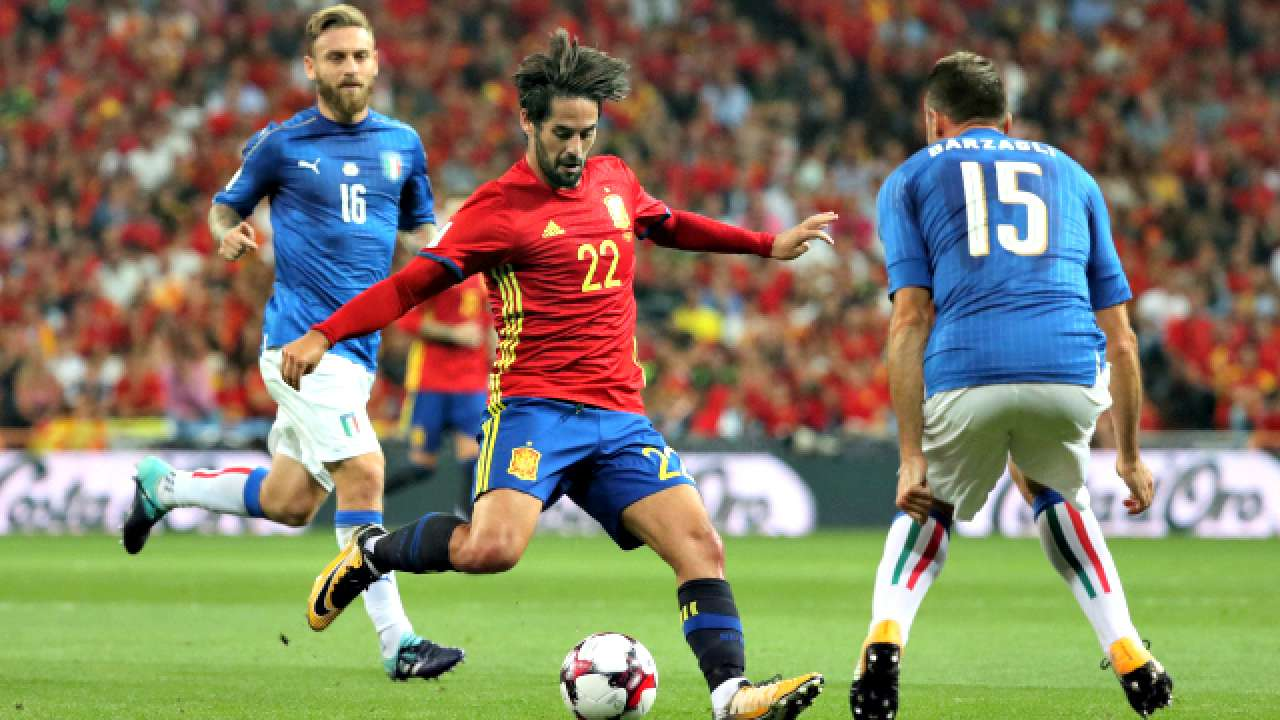 c5fed8d00 2018 FIFA World Cup qualifiers  Isco inspires Spain to dominating win over  Italy