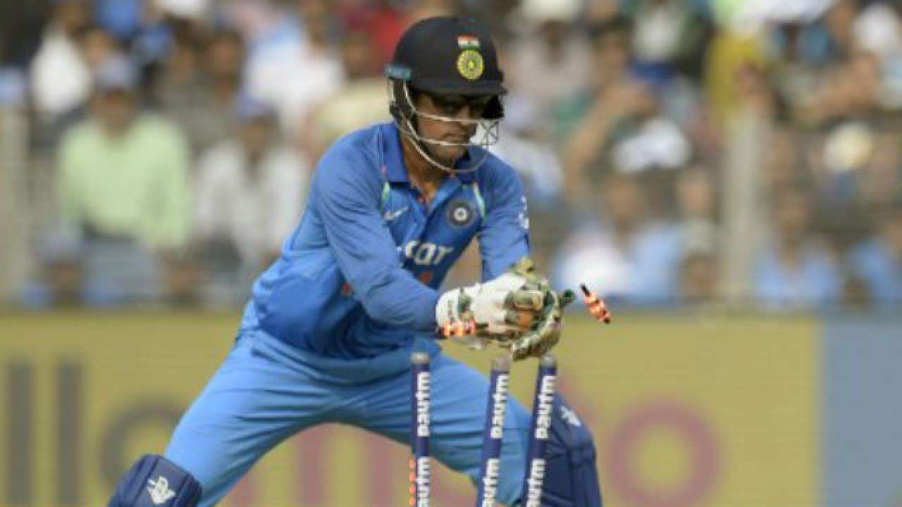 WATCH   'Jai Dhoni': Twitter hails MS Dhoni for his 100th ... Ms Dhoni Wicket Keeping Diving