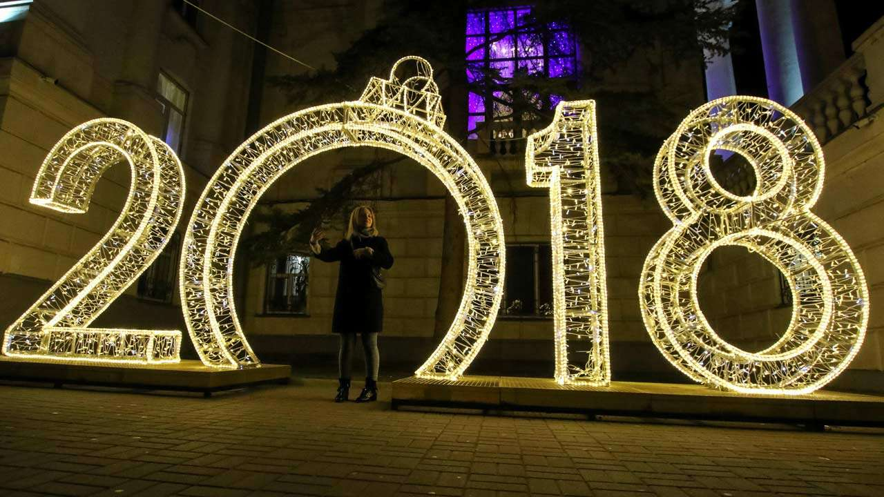Happy New Year 2018: WhatsApp, SMS, Facebook, GIFs messages and ...