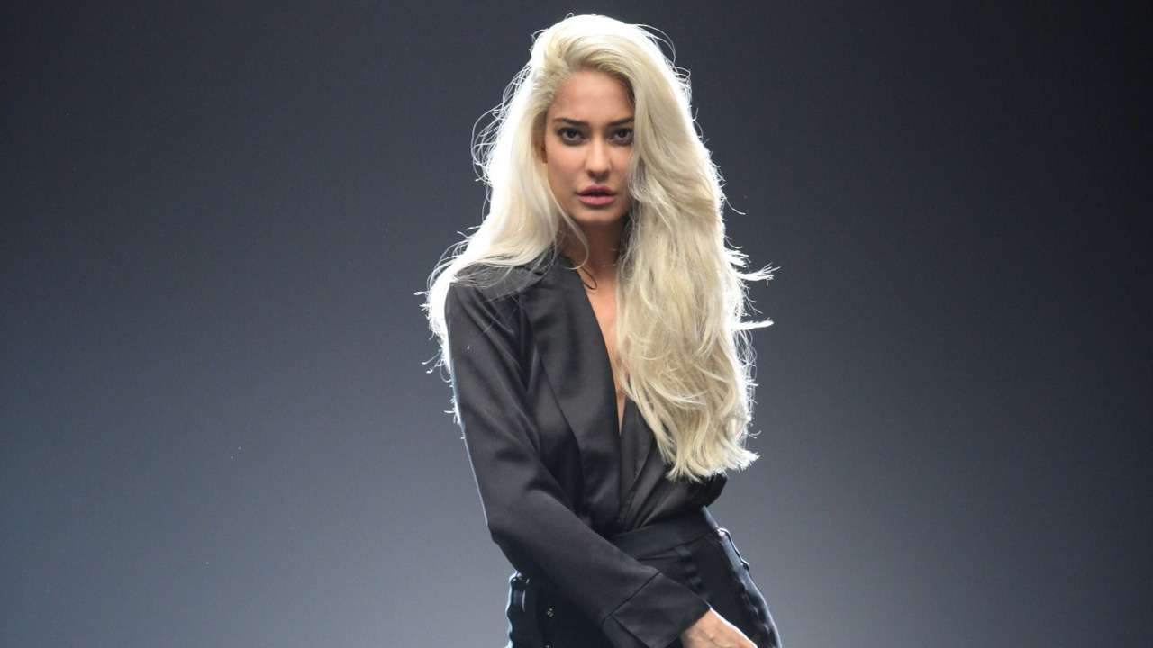 Watch Lisa Haydon video