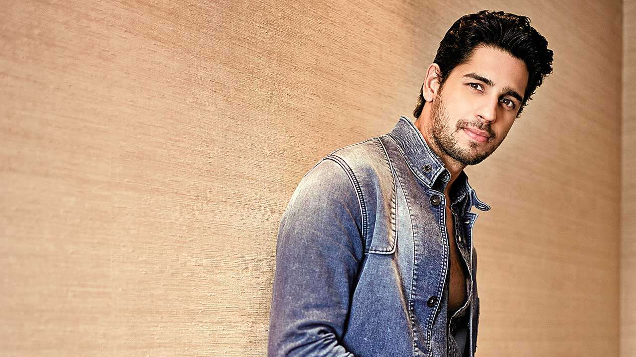 Now Playing: Sidharth Malhotra shows off the season's best looks forecast