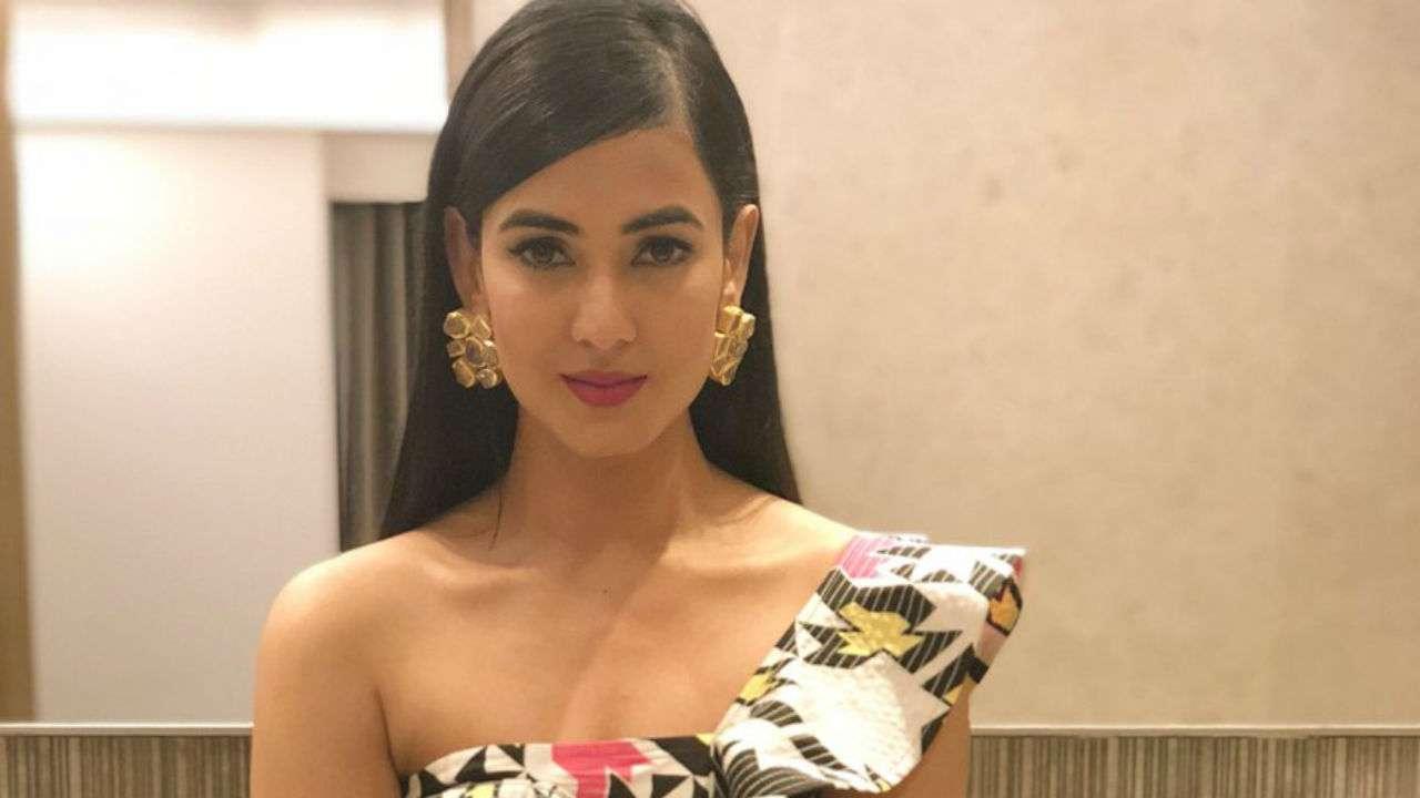 Sonal Chauhan 2018: 'Jannat' Actress Sonal Chauhan Joins Vidyut Jammwal In
