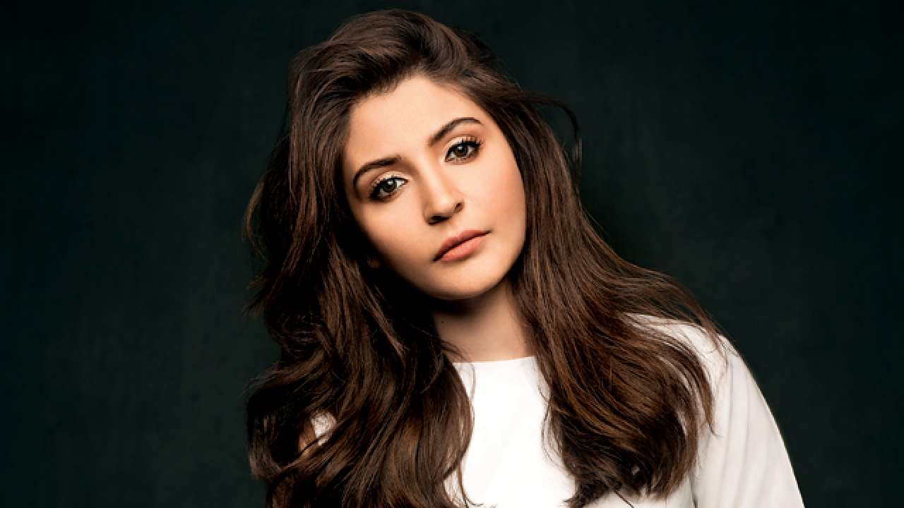 WATCH: An infuriated Anushka Sharma rolls down her car's window and blasts commuter for throwing plastic on the road