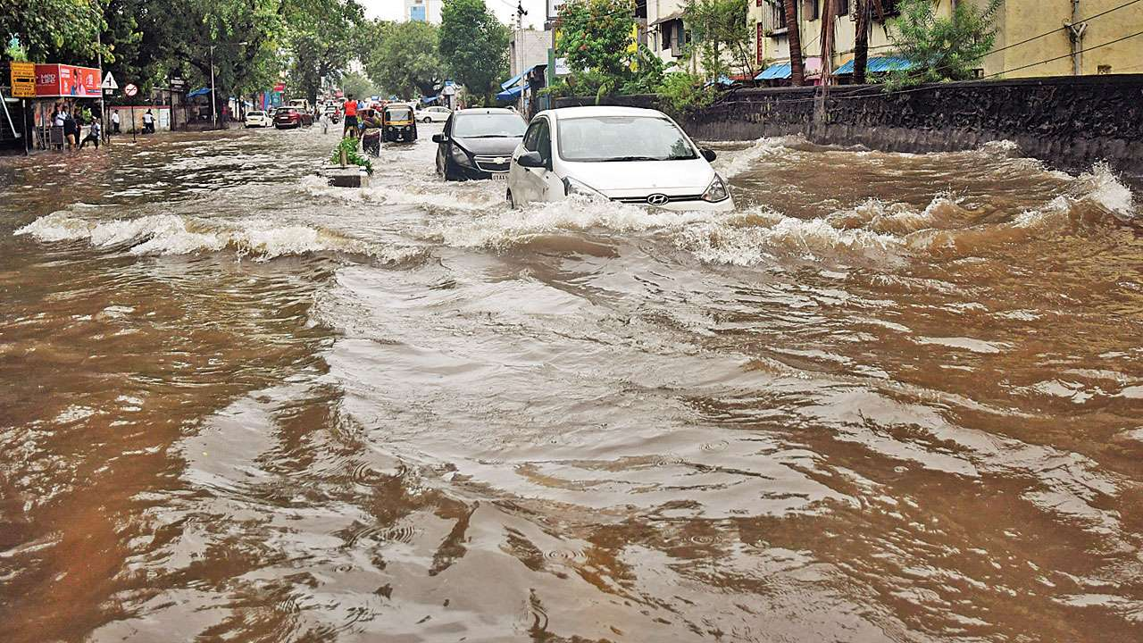 Late trains, waterlogging as rains lash Mumbai
