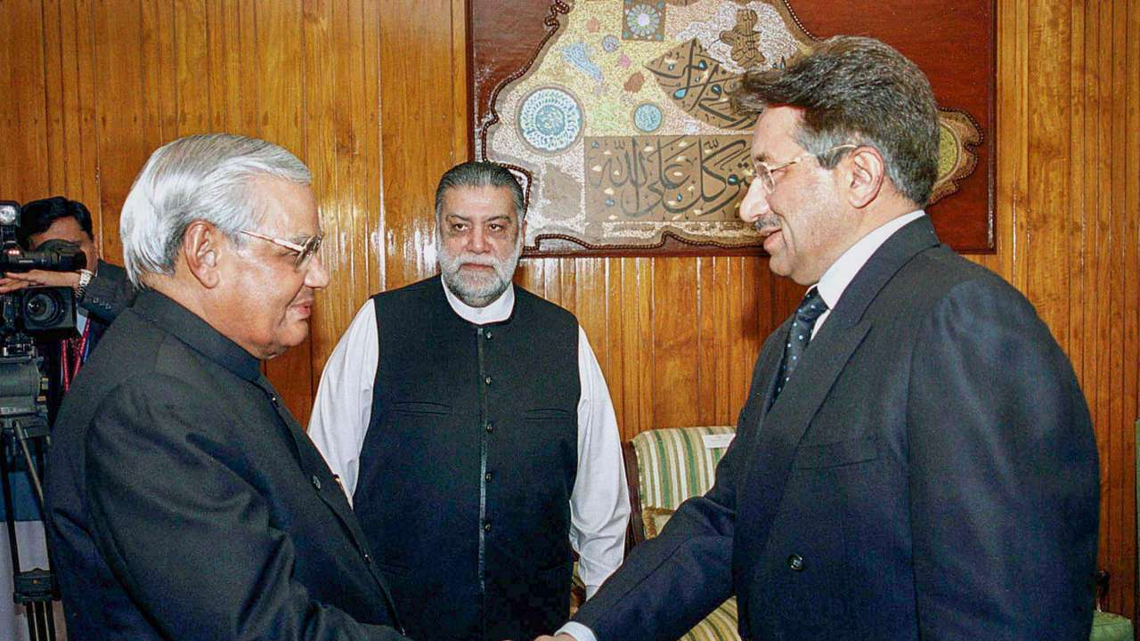 "Atal Bihari Vajpayee is seen with the then Pakistani president Pervez Musharraf and Pakistani Zafarullha Khan Jamali ""title ="" Atal Bihari Vajpayee is seen with the then Pakistani president Pervez Musharraf and Pakistani Zafarullha Khan Jamali ""data- title = ""January 4, 2004: Former Prime Minister Atal Bihari Vaj payee is seen by the then Pakistani president P ervez Musharraf and Pakistani Zafarullha Khan Jamali at a meeting in Islamabad. Vajpayee, 93, died on Thursday, August 16, 2018, at the All India Institute of Medical Sciences, New Delhi after a long illness.  Photo & # 39; s: PTI ""data-url ="" http://www.dnaindia.com/india/photo-gallery-a-walk-down-memory-atal-bihari-vajpayee-s-political-career-at -a-look-2650758 / atal-bihari-vajpayee-is-seen-with-the-then-pakistani-president-pervez-musharraf-and-pakistani-zafarullha-khan-jamali-2650787 ""class ="" img-responsive "" />   <p> 2/25 </p> <h3/> <p>  January 4, 2004: Former Prime Minister Atal Bihari Vajpayee is seen with the then Pakistani President Pervez Musharraf and Pakistani Zafarullha Khan Jamali at a meeting in Islamabad Vajpayee, 93, died on Thursday, August 16 , 2018, at the All India Institute of Medical Sciences, New Delhi after a long-term illness. </p> <p>  Photo Credits: PTI </p> </p></div> <p class="