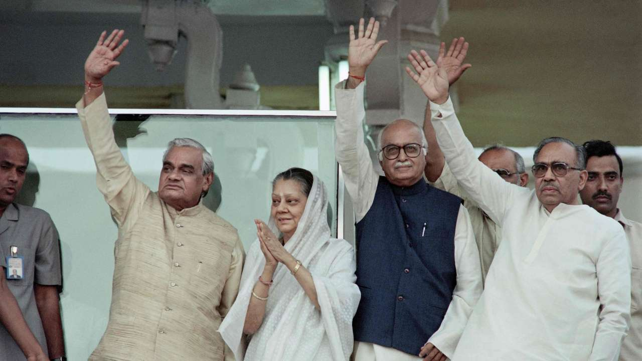 "Atal bihari Vajpayee participates in campaign ""title ="" Atal bihari Vajpayee participates in campaign ""data- title = ""May 19, 1996: Indian Prime Minister Atal Bihari Vajpayee (L), leader of the right-wing party Bharatiya Janata (BJP), who participates in a campaign in New Delhi - Three times Indian prime mini s ter Atal Bihari Vajpayee died on August 16, 2018.  Photo & # 39; s: AFP ""data-url ="" http://www.dnaindia.com/india/photo-gallery-a-walk-down-memory-atal-bihari-vajpayee-s-political-career-at -a-view 2650758 / atal-bihari-vajpayee-taking-part-in-campaign-2650798 ""class ="" img-responsive ""/>   <p> 13/25 </p> <h3/> <p>  19 May 1996: Indian Prime Minister Atal Bihari Vajpayee ( L), leader of the right-wing Bharatiya Janata Party (BJP), who participates in a campaign, in New Delhi – Three times Indian Prime Minister Atal Bihari Vajpayee died on August 16, 2018. </p> <p>  Photo Credits: AFP [19659011] 14. Atal Bihari Vajpayee waves of the virgin Delhi-Lahore bus </p> <div class="