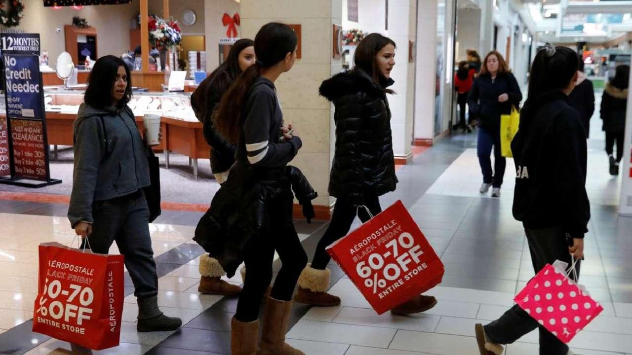Black Friday deals lure US shoppers, biggest sales gains online