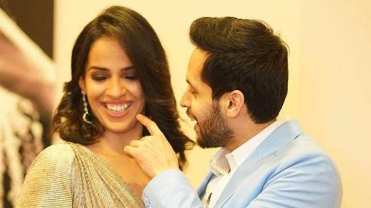 Watch: Saina Nehwal-Parupalli Kashyap colour code in Sabyasachi attires in  their grand wedding reception
