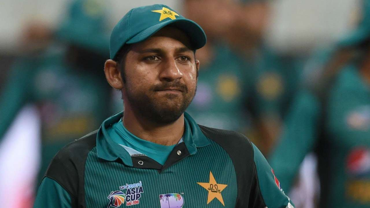 Watch: Pakistan's Sarfraz Ahmed calls South African player 'Kalaa', asks  'where is your mother sitting today'