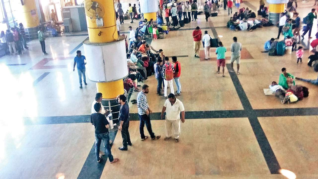 Mumbai: Touts sell railway tickets in open