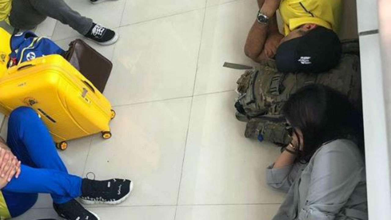 IPL 2019: Sakshi and MS Dhoni sleep on airport floor, share