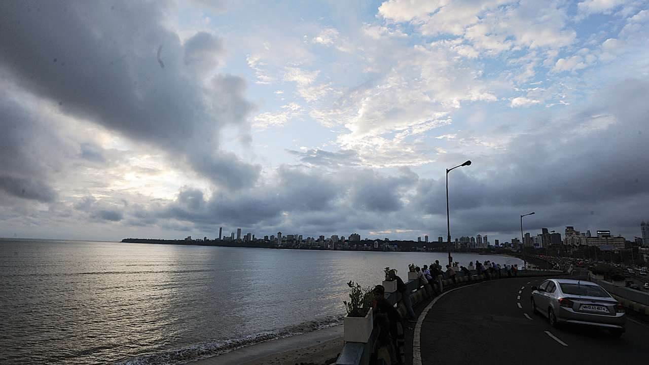 Cloudy skies, light rains to leave Mumbai in sauna-like condition