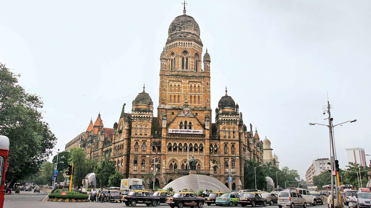 Clear roads before monsoons, directs BMC