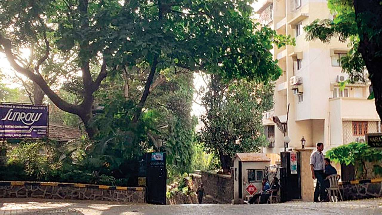 Row over Meena Kumari, Kamal Amrohi's Pali Hill property