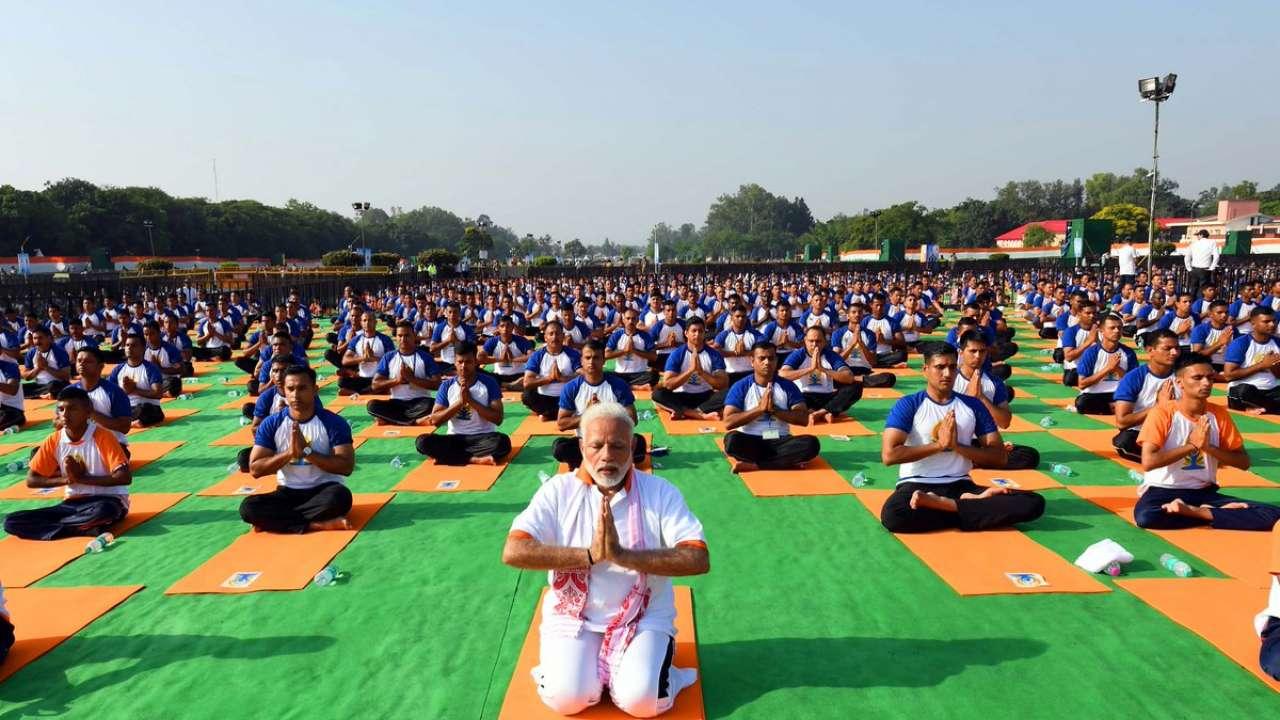 https://cdn.dnaindia.com/sites/default/files/styles/full/public/2019/06/02/831415-modi-international-yoga-day-2.jpg