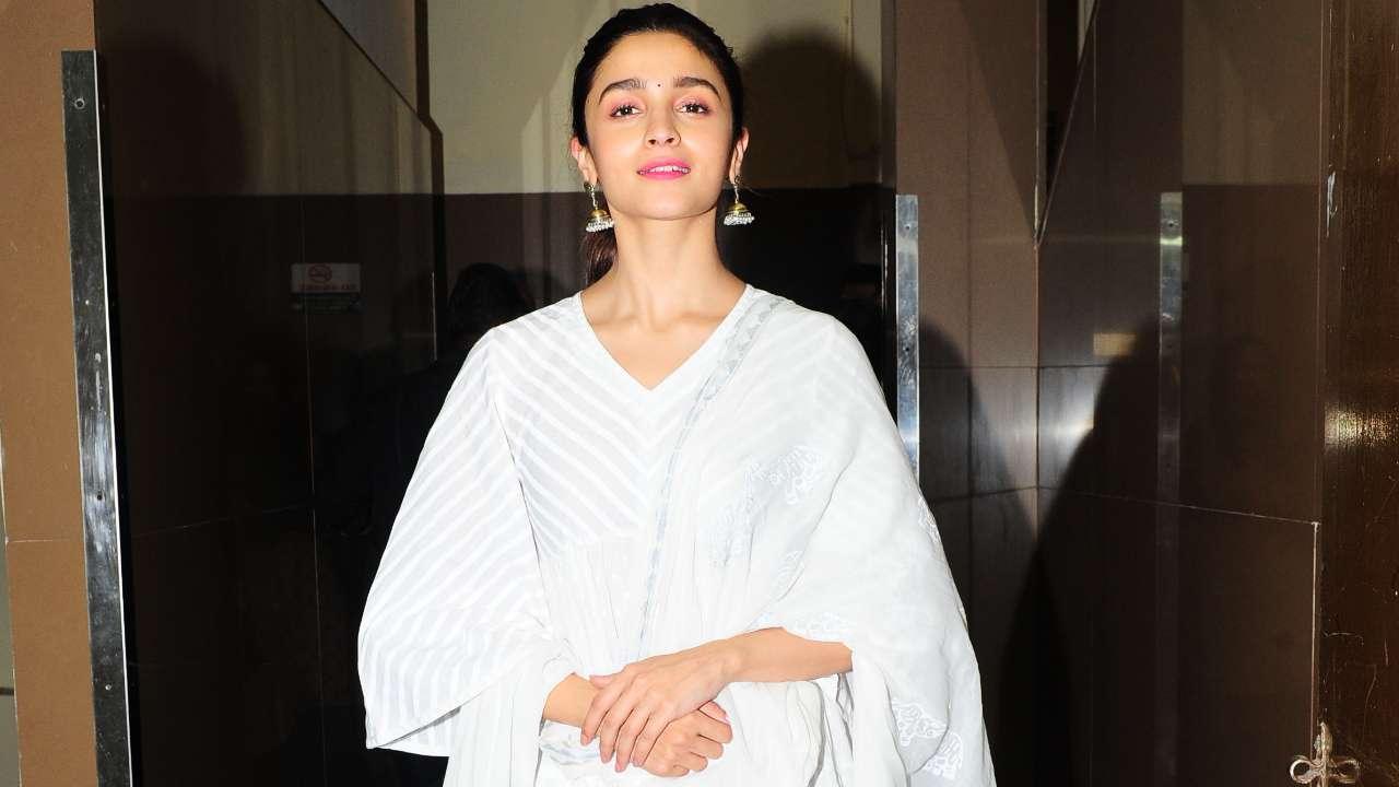 3c018ee3b36 'Sadak 2': It's no makeup look once again for Alia Bhatt!