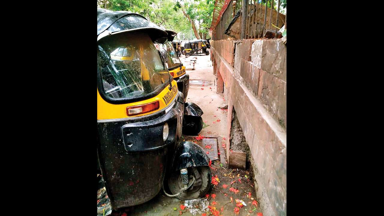 Kandivali kids electrocuted: Autos blocked fire engine, says Locals