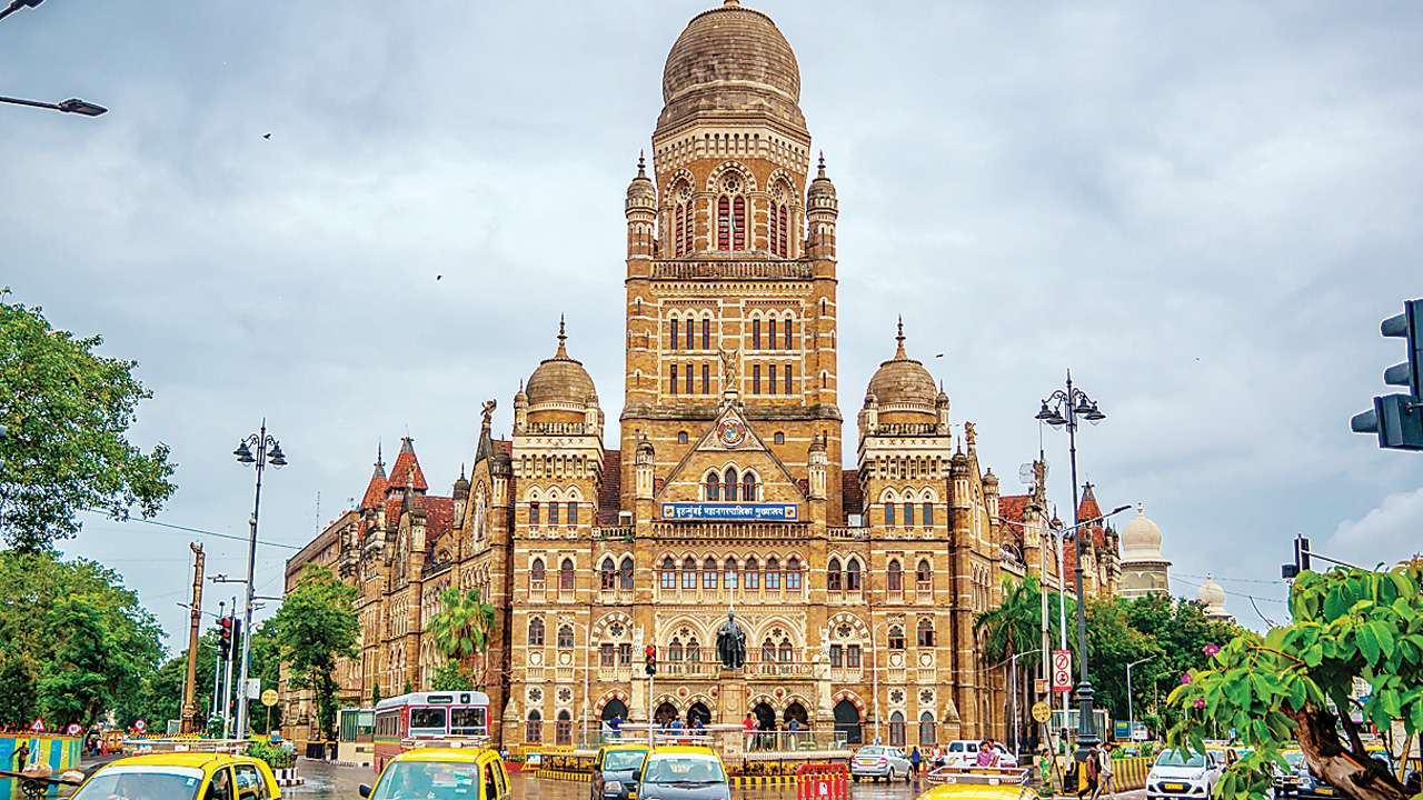 BMC babus sit on leave requests, lose 10% salary