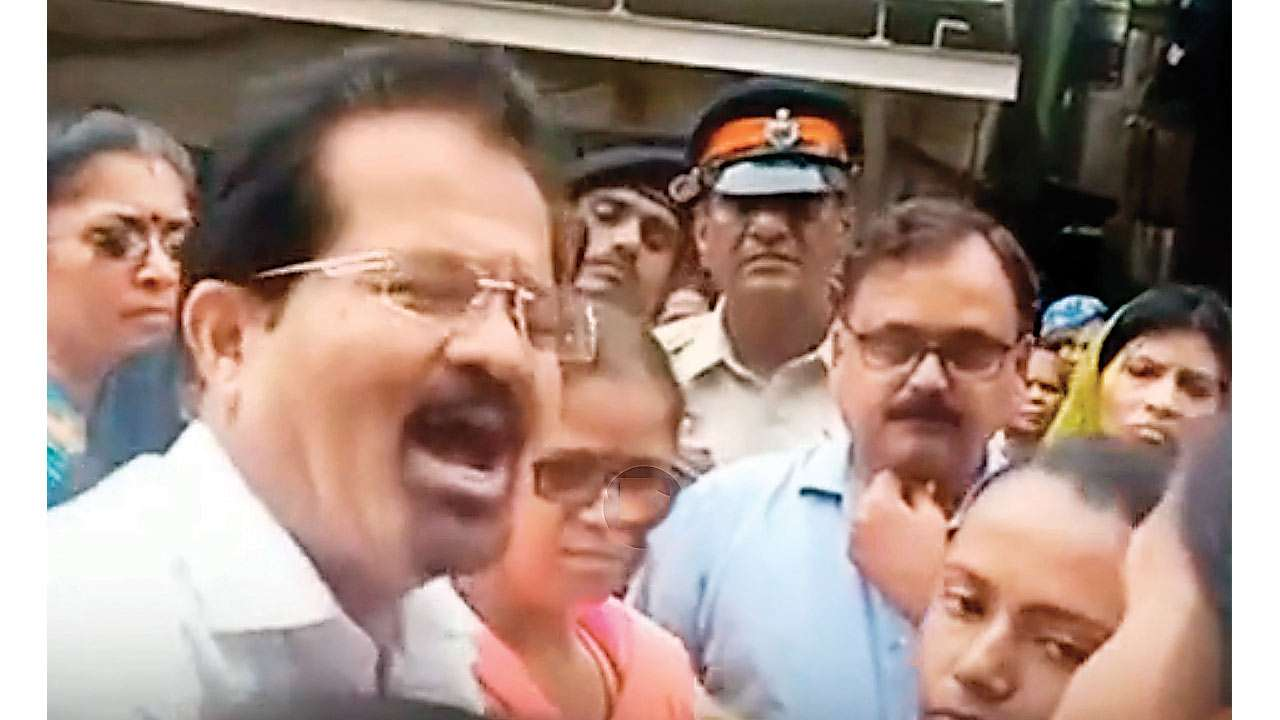 Quit! Clamour over Mumbai mayor Vishwanath Mahadeshwar's attack clip