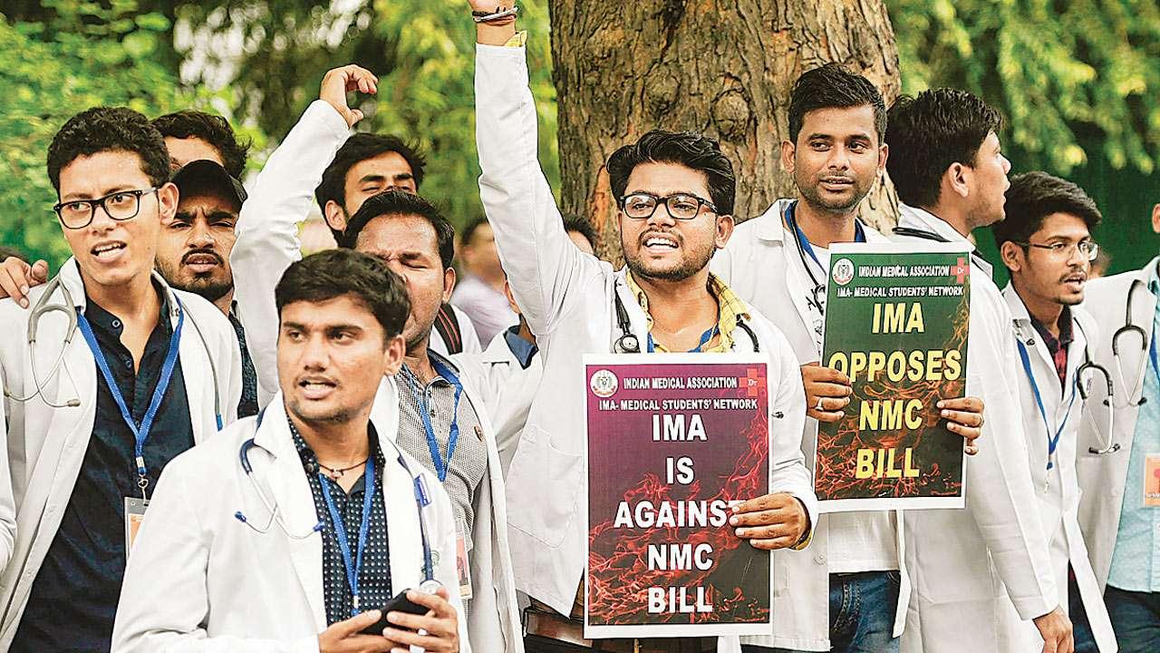Mumbai: Resident doctors call off strike till August 31