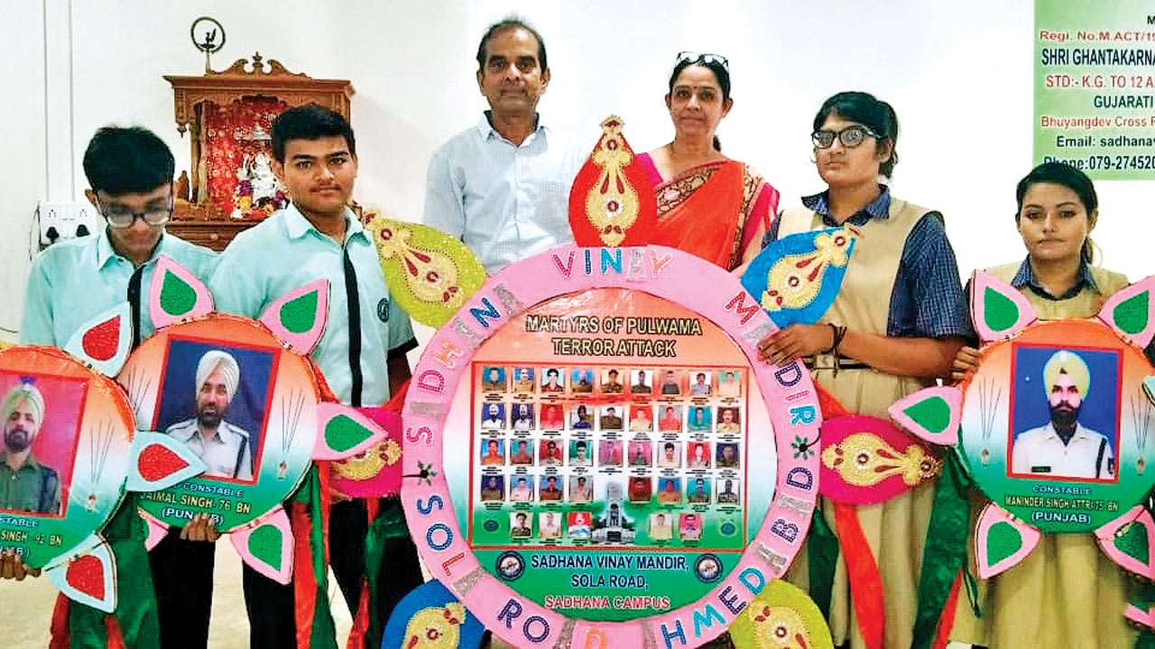 Ahmedabad: Schoolkids make 250-ft rakhi for martyrs in Pulwama attack