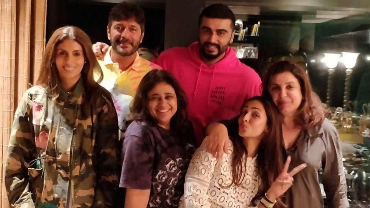 After celebrating Raksha Bandhan with fam, Arjun Kapoor joins Malaika Arora, Farah Khan & Shweta Bachchan for game night