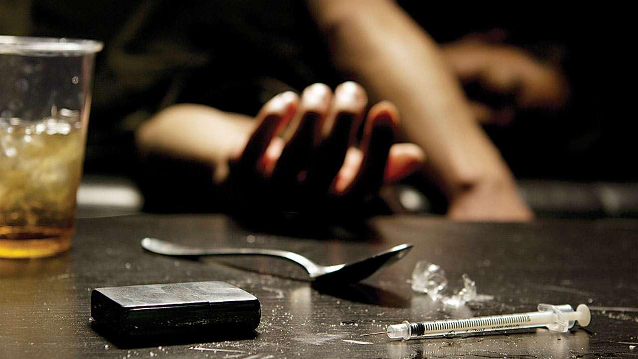 Uddta Punjab: Mom chains drug addict daughter to bed