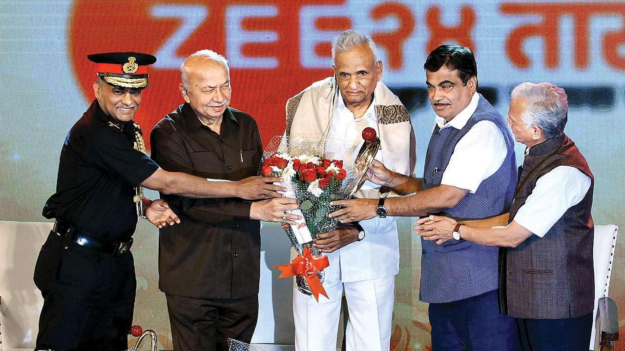 Maharashtra's longest-serving MLA 'Abasaheb' Ganpatrao Deshmukh hangs up  boots