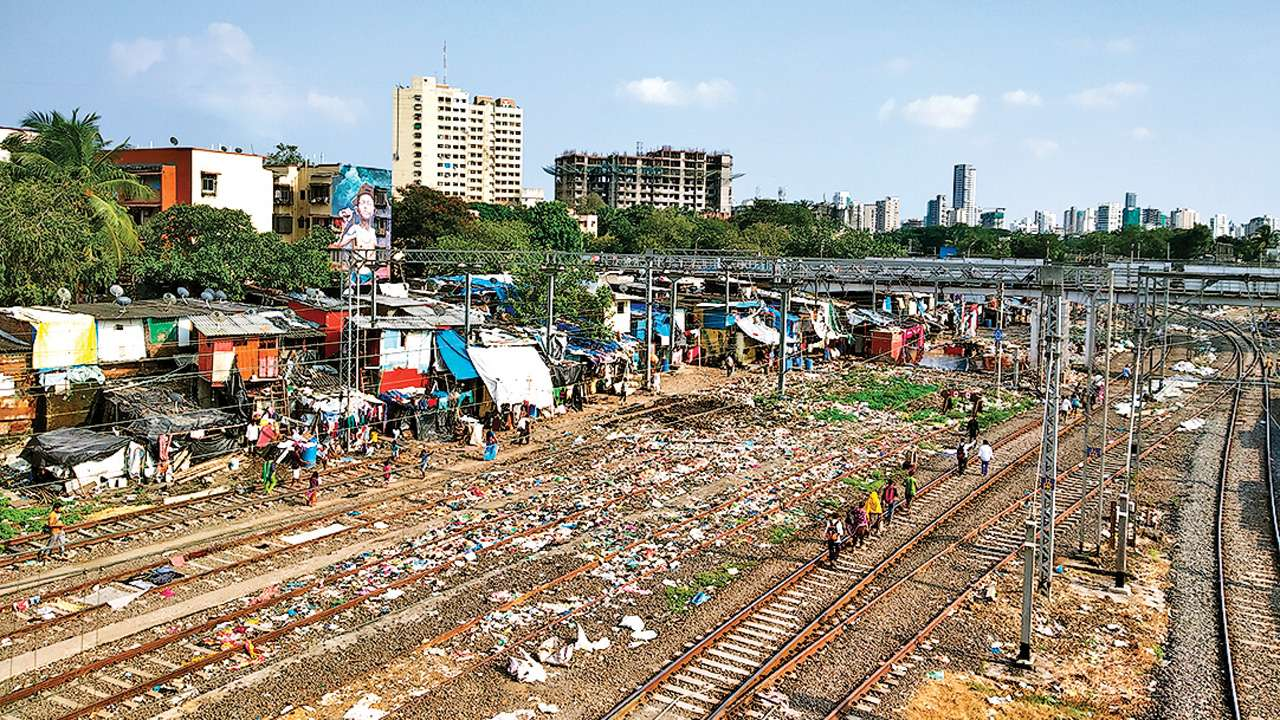 Mumbai: Western Railway assembles team to tackle littering on railway premises