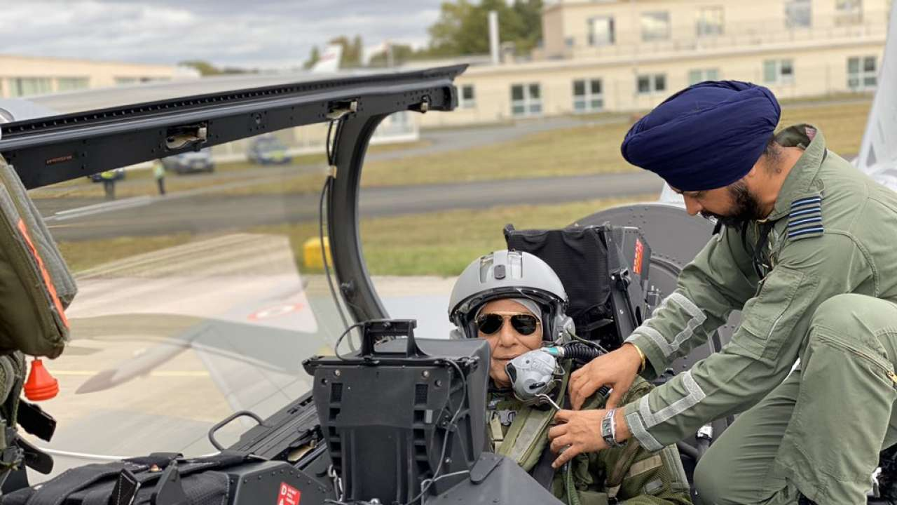 https://cdn.dnaindia.com/sites/default/files/styles/full/public/2019/10/08/874540-rajnath-singh-france-rafale-sortie-twitter.jpg