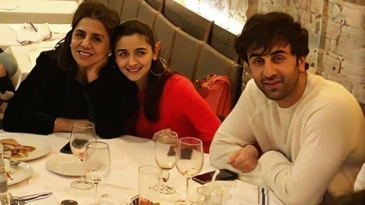 VIRAL PHOTO: Alia Bhatt dines with Ranbir Kapoor and Neetu Kapoor before heading to Los Angeles