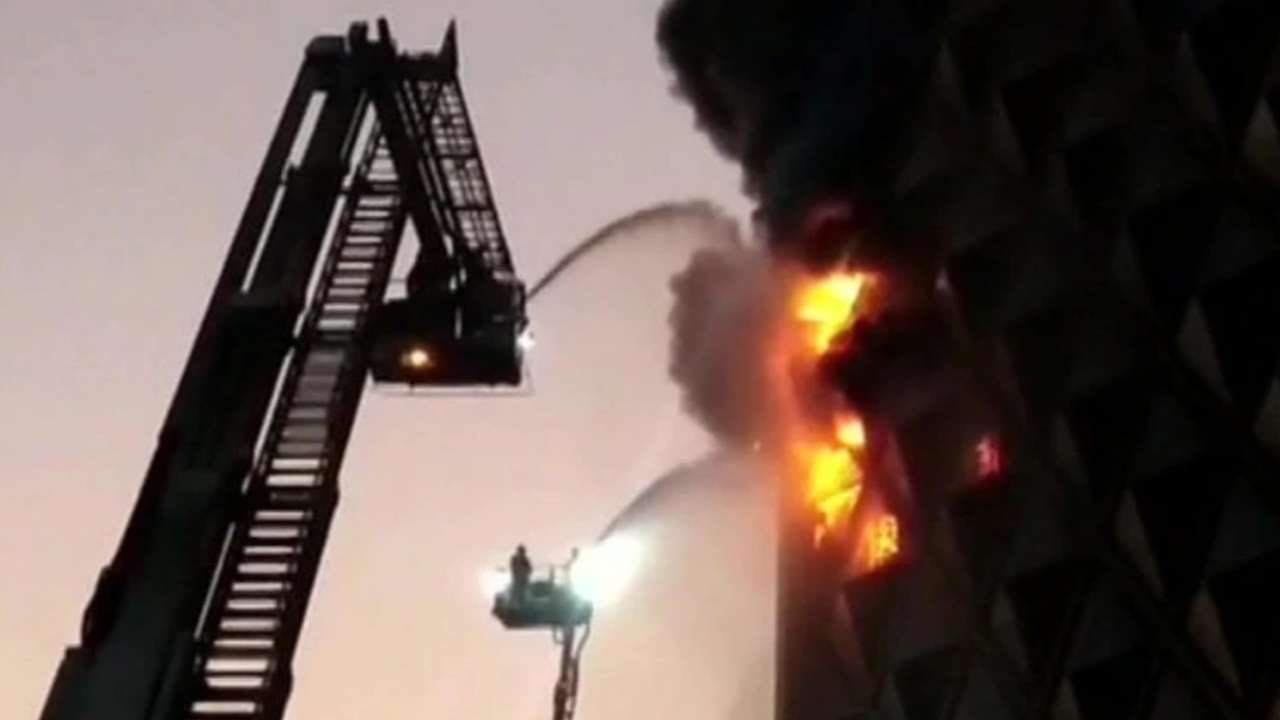 Gujarat: Massive fire breaks out at Raghuvir textile market in Surat