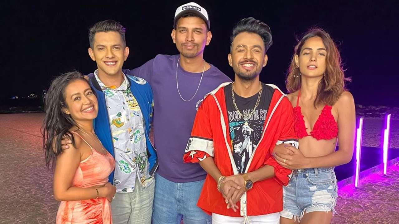 Amidst Wedding Rumours Neha Kakkar Aditya Narayan Shoot For Music Video Goa Beach