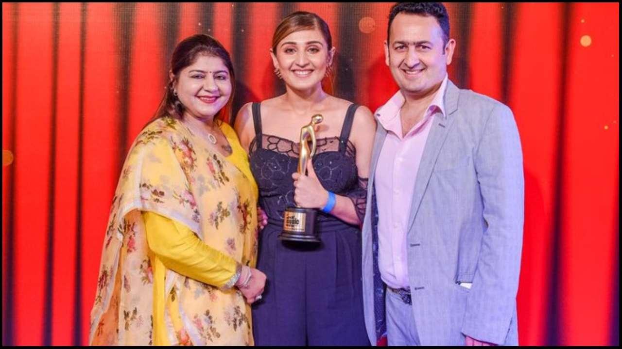 Dhvani Bhanushali wins Mirchi Awards for 'Vaaste', Twitter sends congratulatory messages