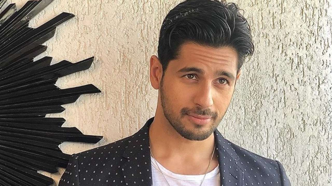 Sidharth Malhotra to play double role in Hindi remake of Tamil film 'Thadam'