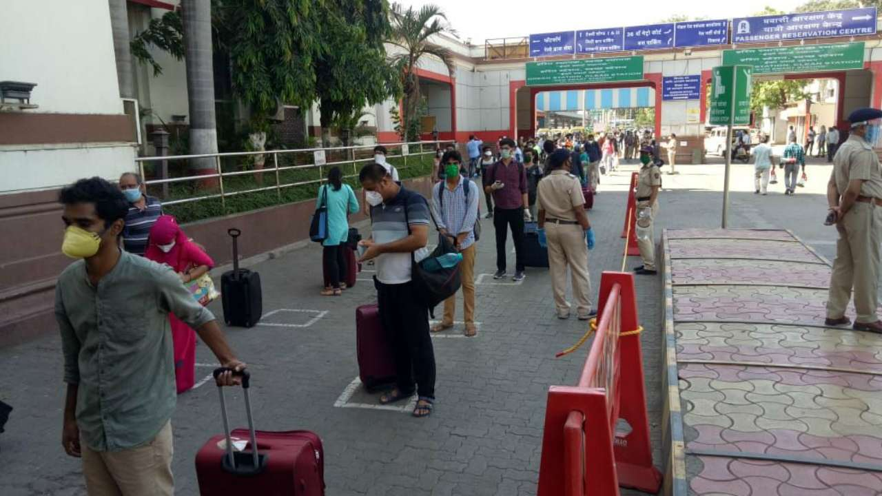 Maharashtra to extend lockdown till May 31, areas outside COVID-19 hotspots may resume economic activities