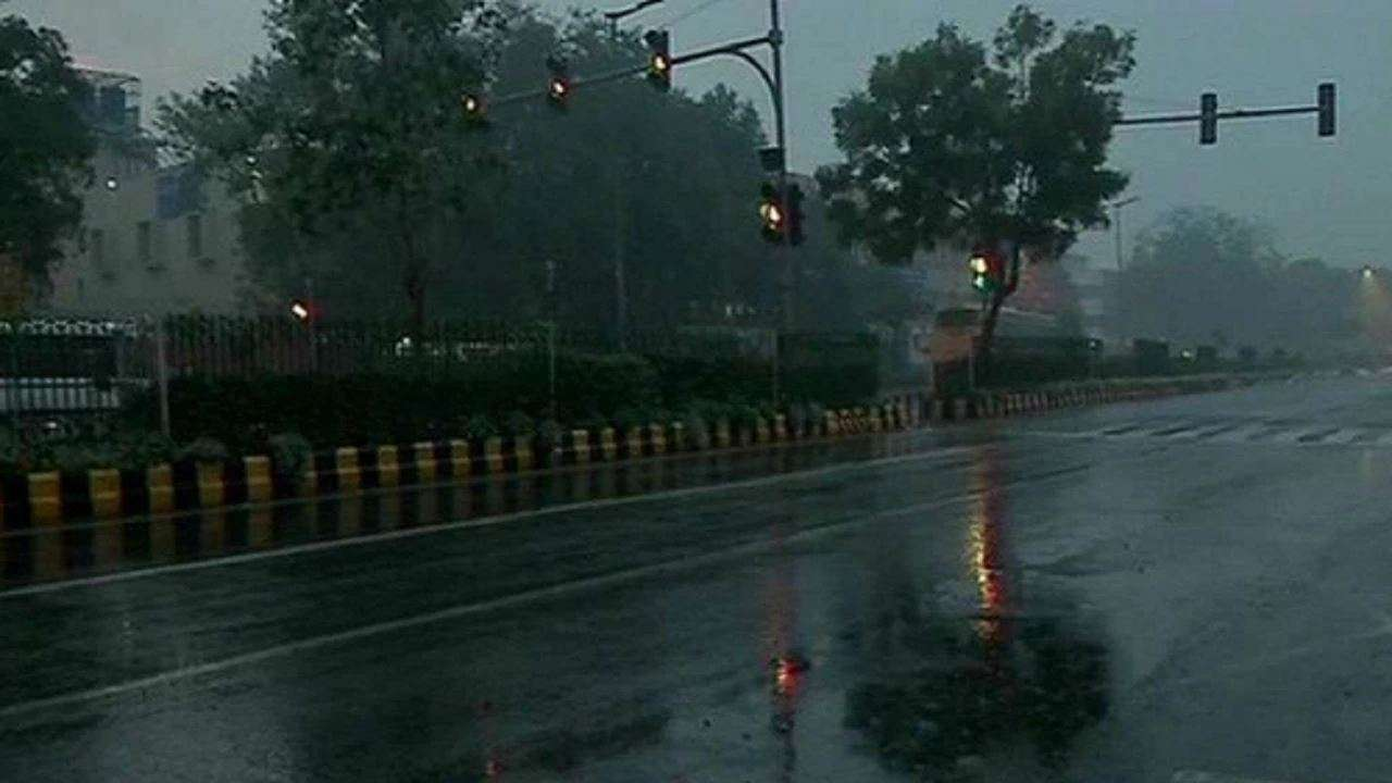 Heavy rainfall lashes parts of Delhi-NCR