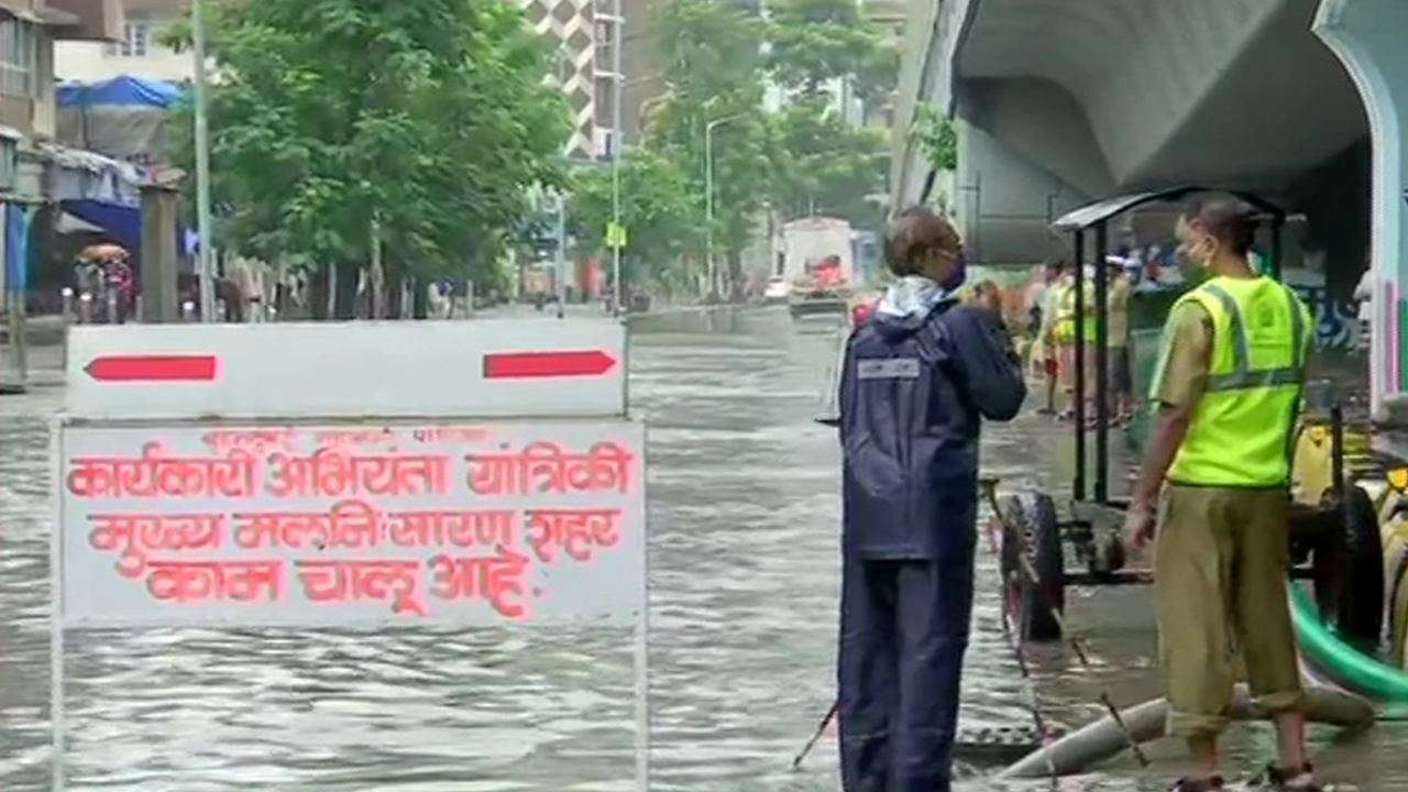 Heavy rains hit Mumbai, several areas waterlogged