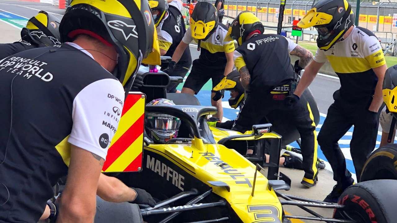 British Gp Renault Violates Formula 1 Curfew To Fix Daniel Ricciardo S Car Sports News British Gp British Grand Prix Daniel Ricciardo F1 Formula 1 Formula One Renault